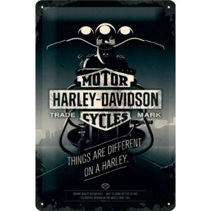 Buvu Metalna tabla - Harley-Davidson (Things Are Different on a Bike)